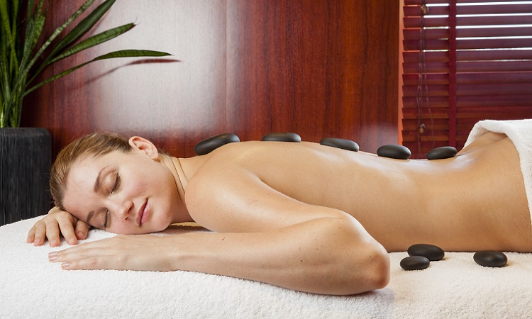 Massage aux pierres volcaniques