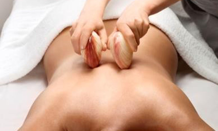 Massage du dos aux coquillages