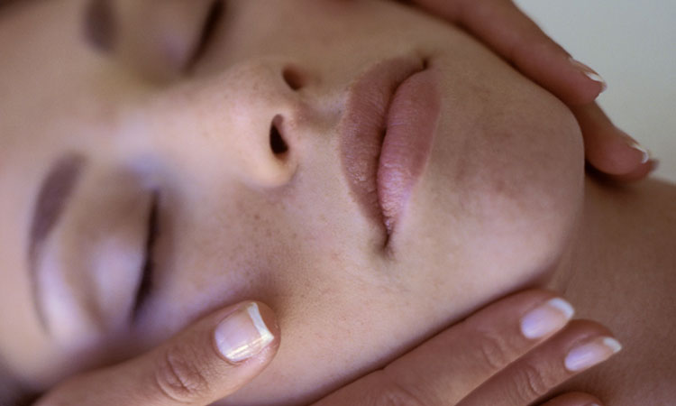 Facial treatment specific to each season